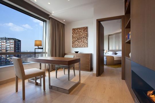 Diplomatski apartman - radna soba; foto: