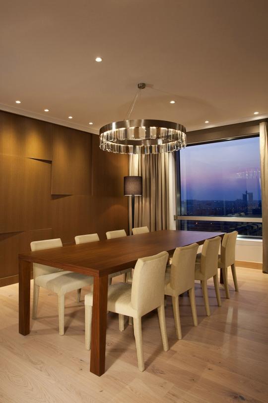 Diplomatski apartman - sto za ručavanje; foto: