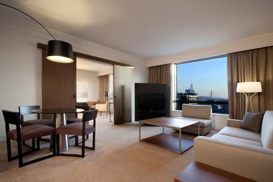 Executive apartman - dnevna soba; foto: