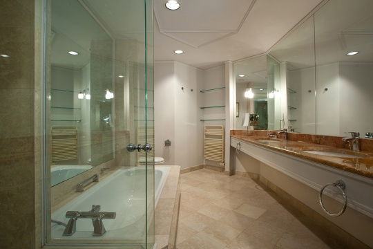 Junior corner apartman - kupatilo; foto: